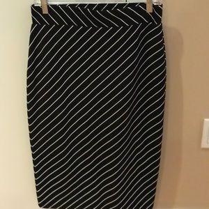 ❣️2 for $8❣️All- Season Pencil skirt sz S